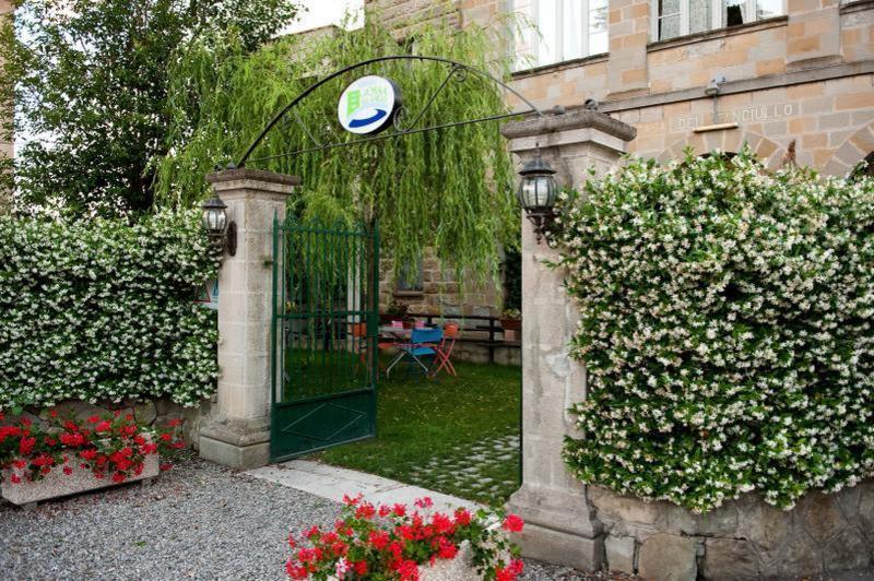 La Casa sul Lago Hostel & Hotel