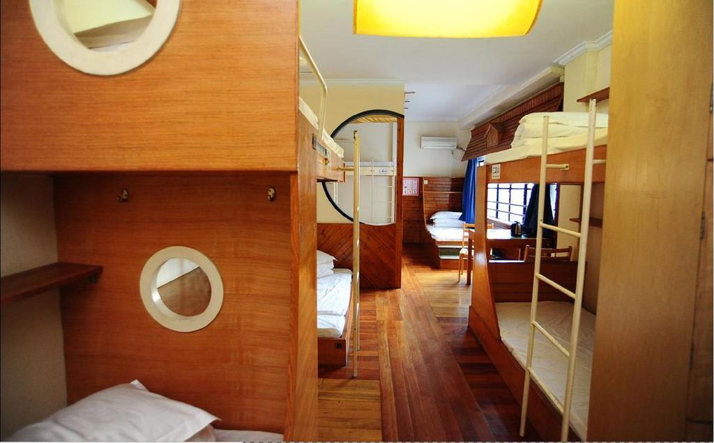 Captain Youth Hostel (Fuzhou Road. The Bund)