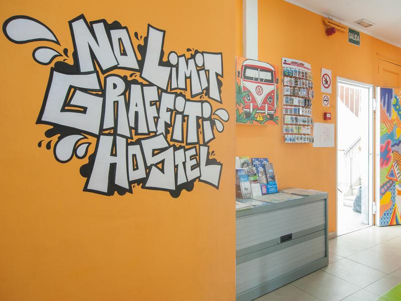 HOSTEL - No Limit Hostel Graffiti