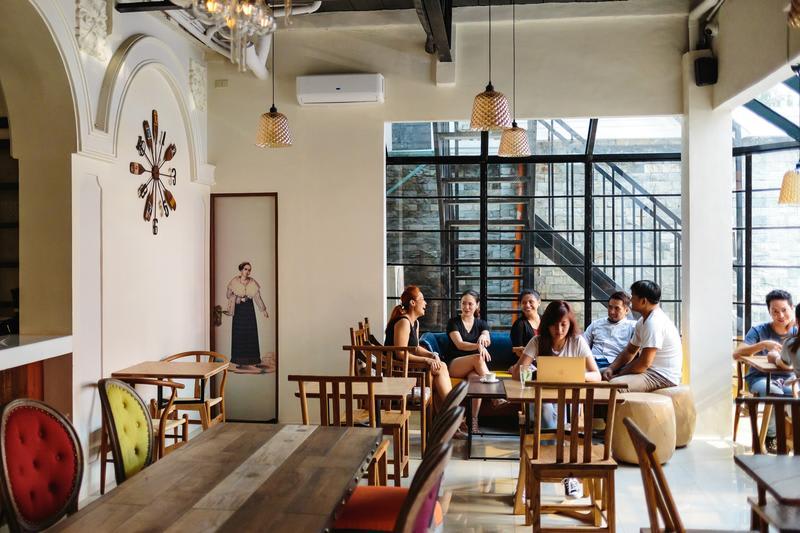 HOSTEL - Tambayan Capsule Hostel & Bar