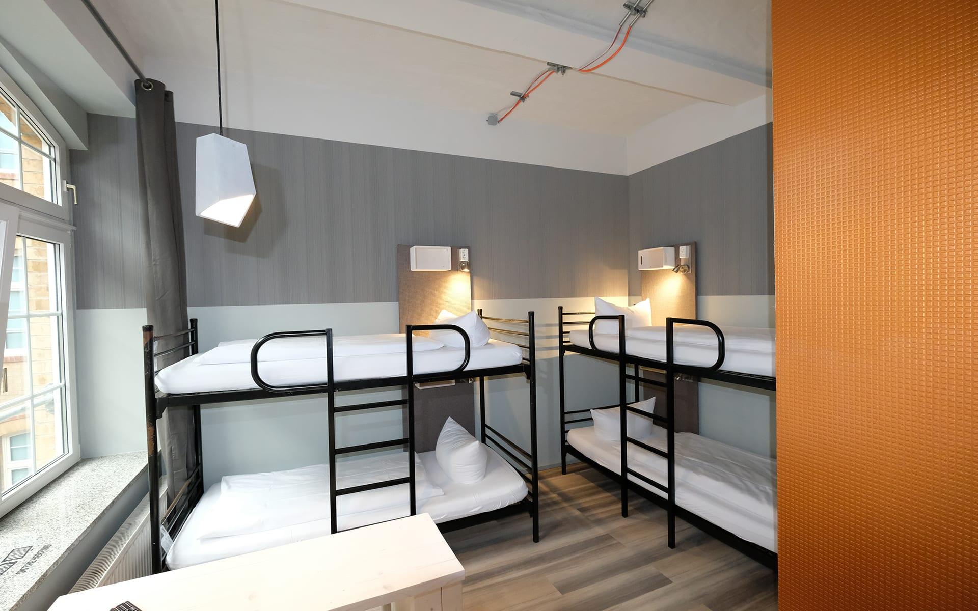 Singer109 - Backpacker Apartment Hostel