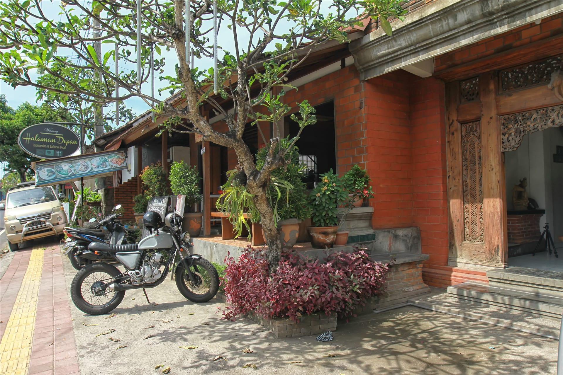 HOSTEL - Halaman Depan Hostel Ubud