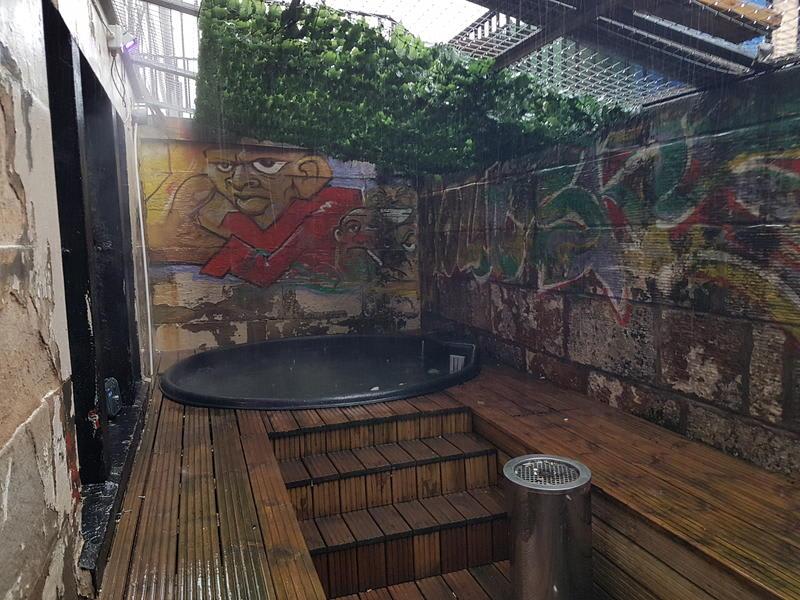 HOSTEL - Hot Tub Hostel