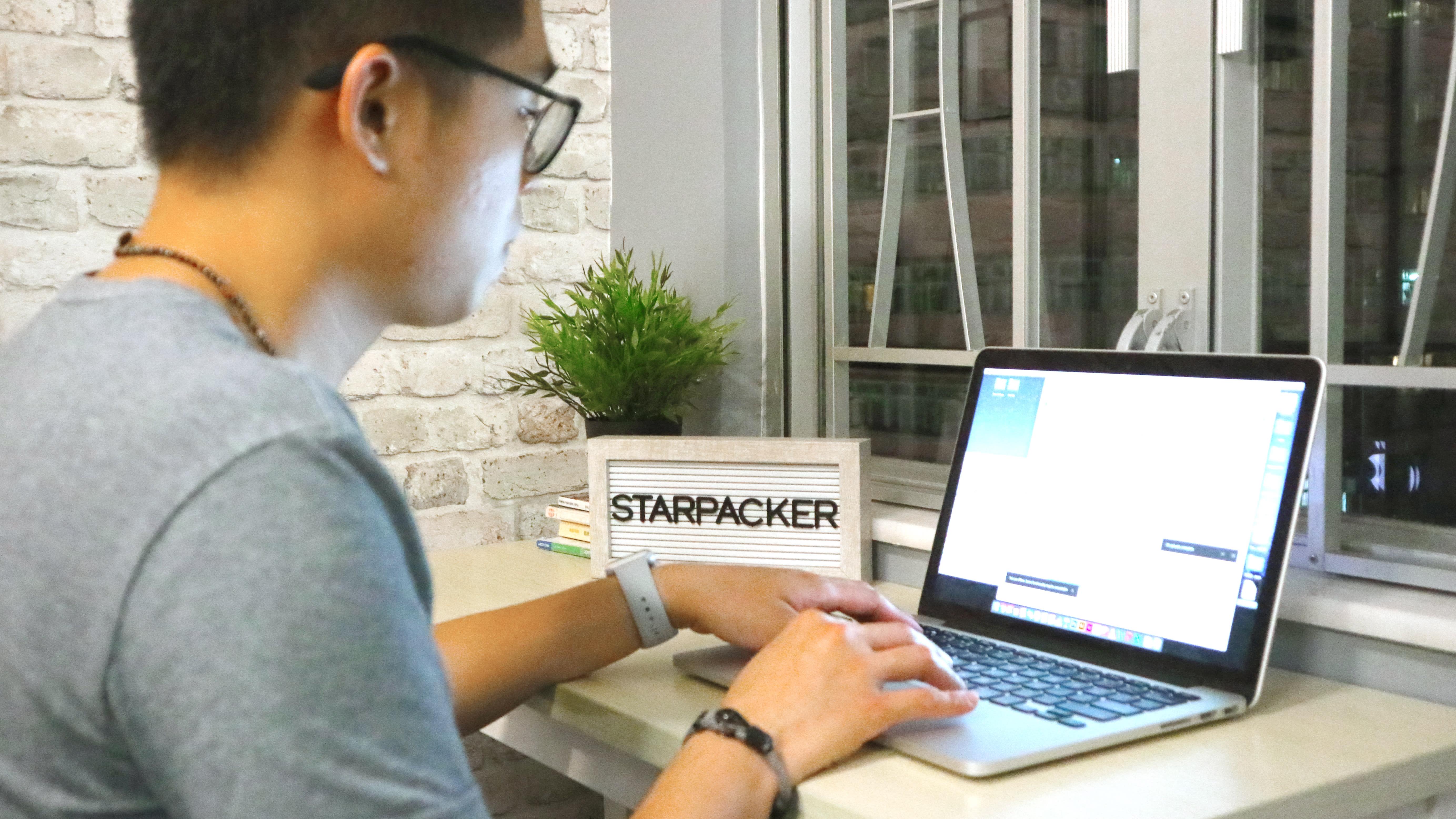 HOSTEL - Starpacker