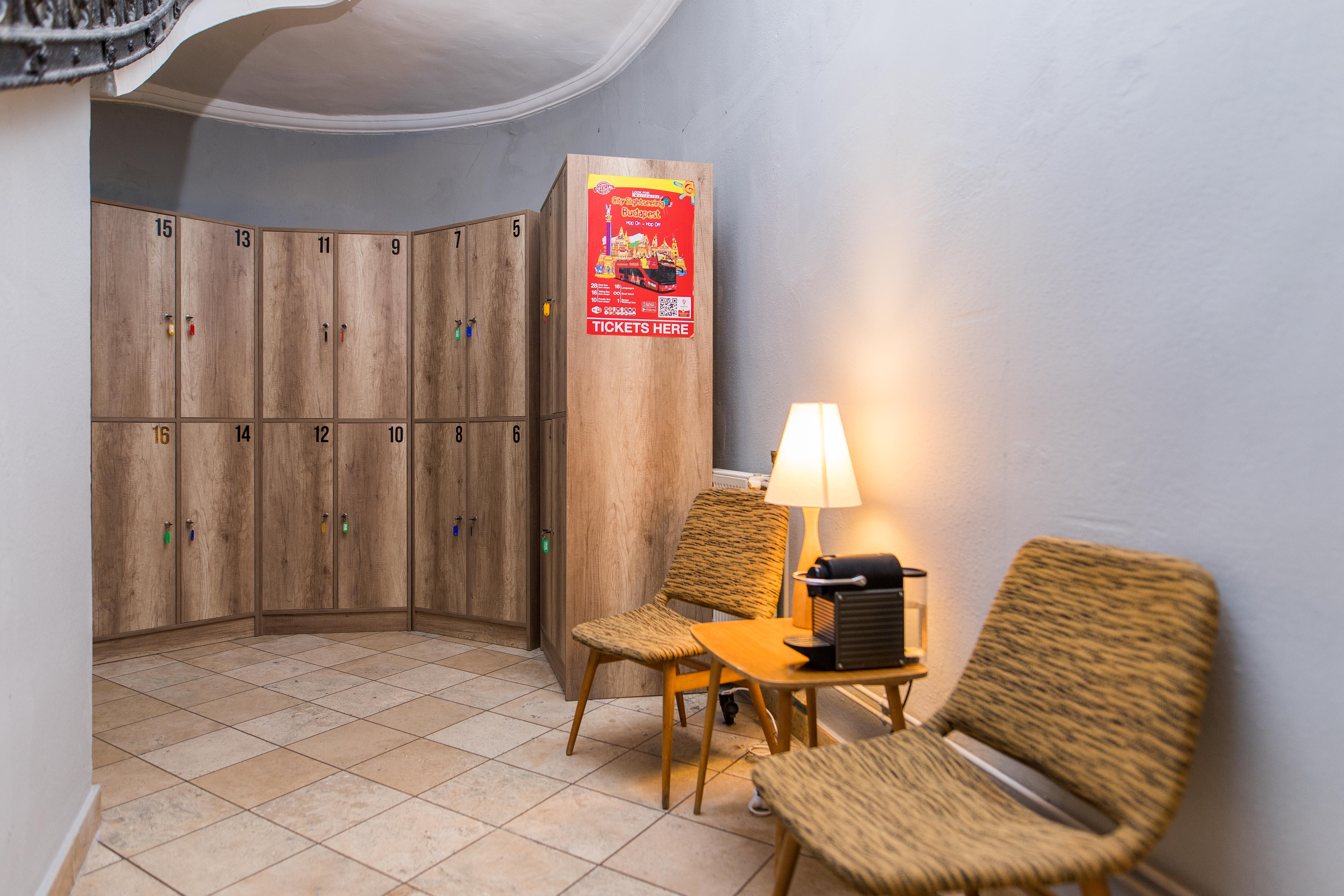 HOSTEL - 2B Hostel & Rooms