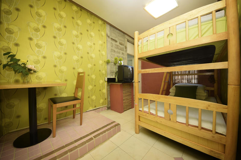 HOSTEL - BJ Guest House