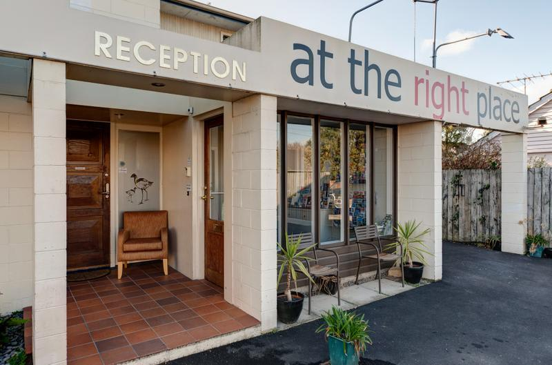 HOSTEL - At The Right Place