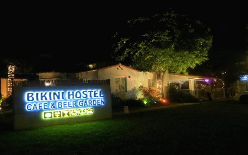HOSTEL - Miami Beach Bikini Hostel Cafe & Beer Garden