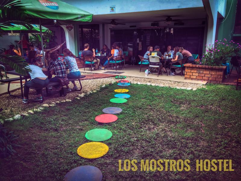Los Mostros Hostel