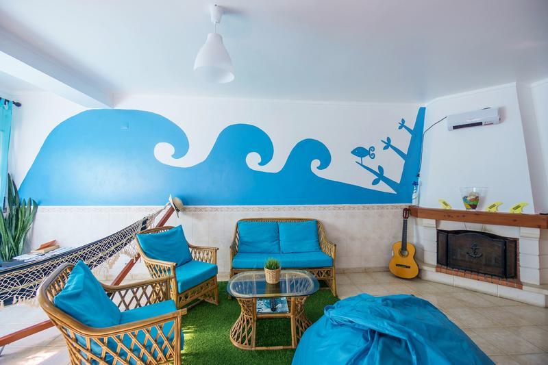 H2O surfguide hostel