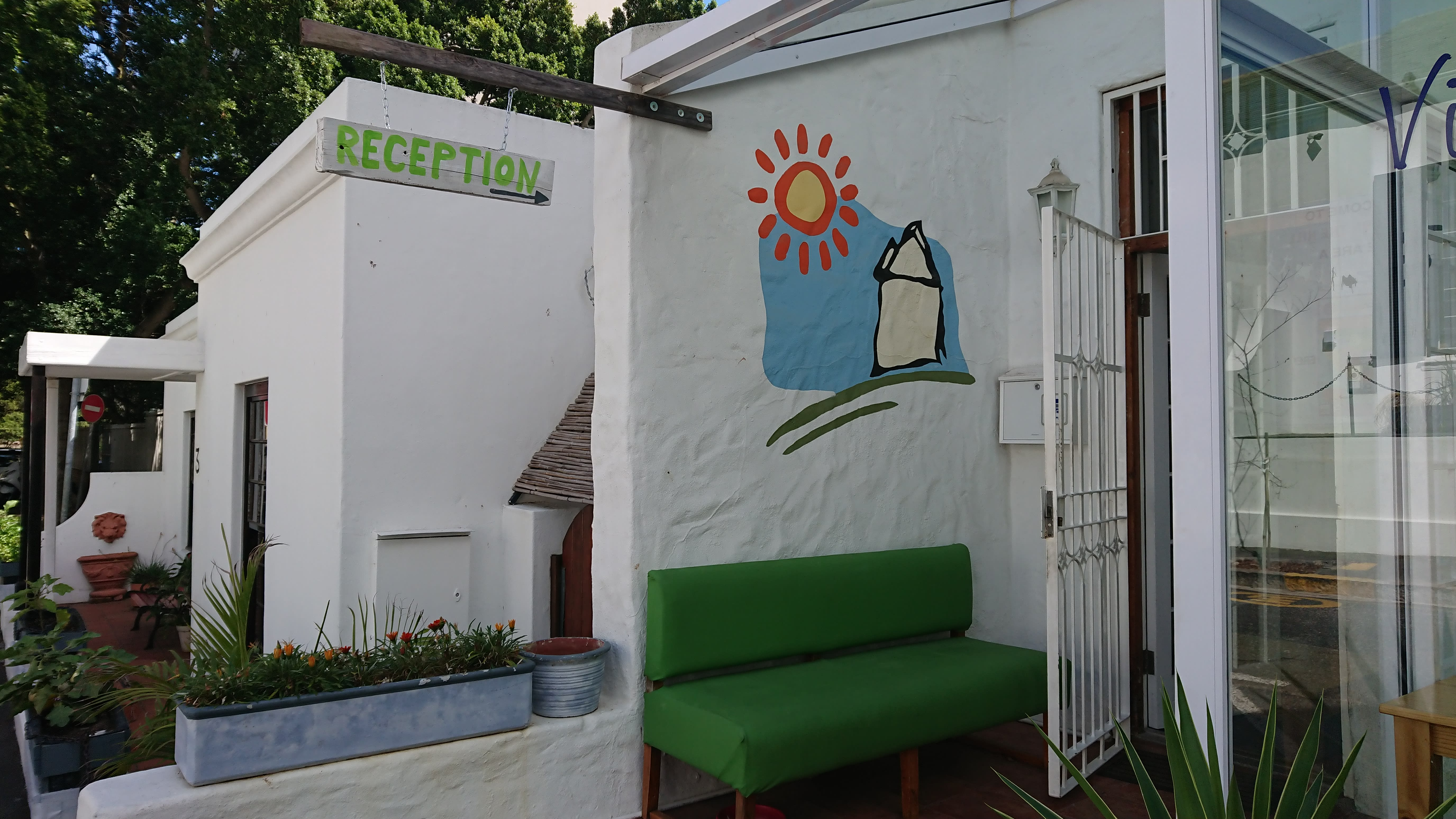 HOSTEL - House on the Hill Backpackers