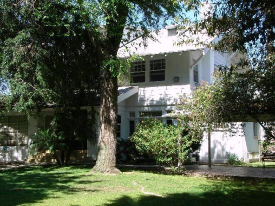 Orange Drive Manor Hostel