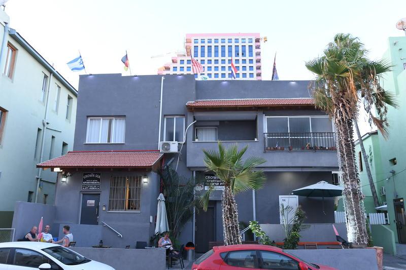 Crown Sea Hostel