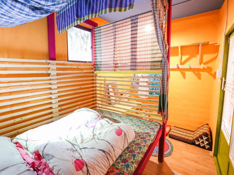 Uhbus Hostel