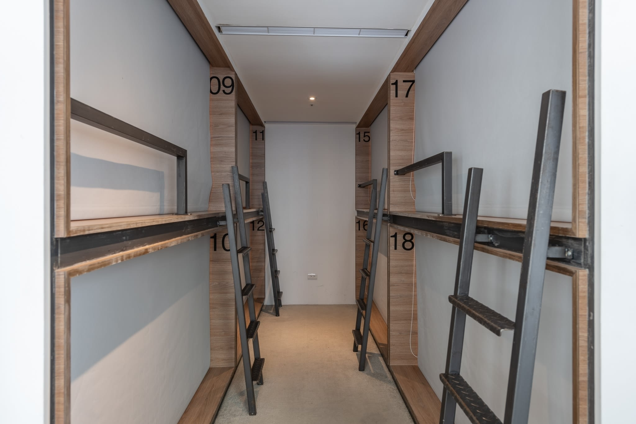 HOSTEL - Bouti City Capsule Inn