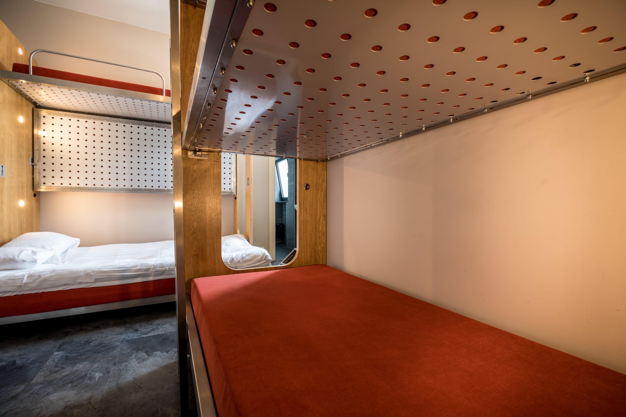 HOSTEL - Train Hostel