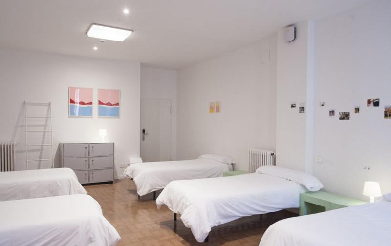 HOSTEL - A room in the city