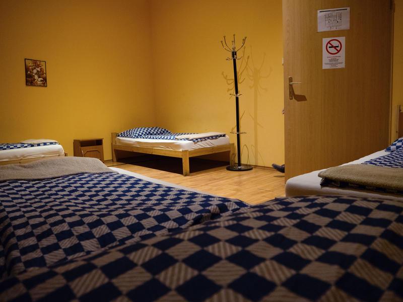 DeeP Hostel