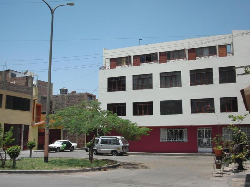 Hostal Victor - Airport Hostel