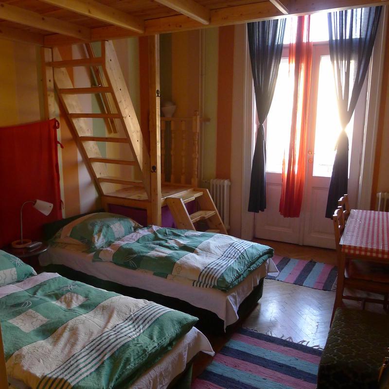 HOSTEL - Locomotive Light Hostel