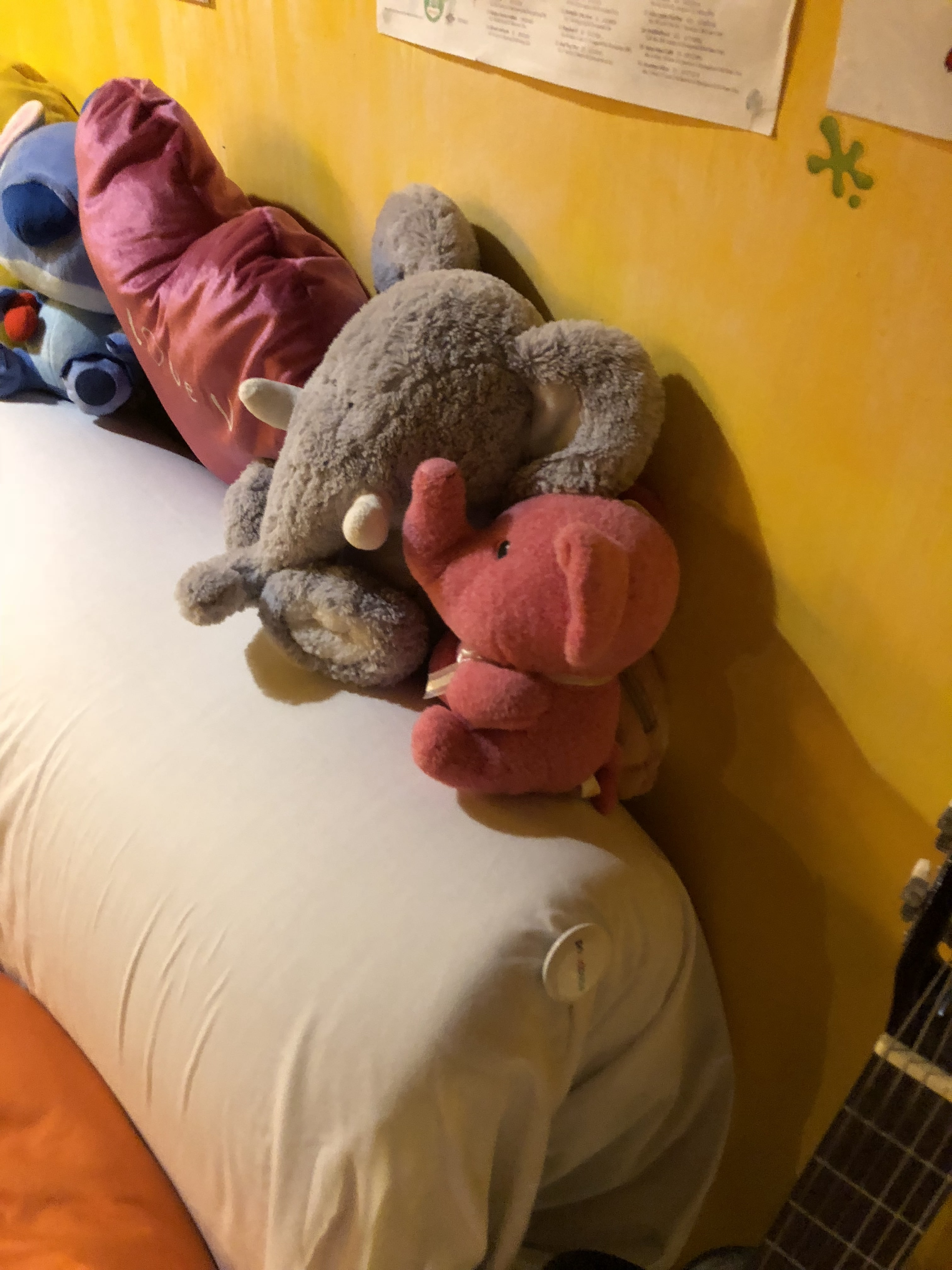 Eight Elephants & Dreaming Dragon Hostel