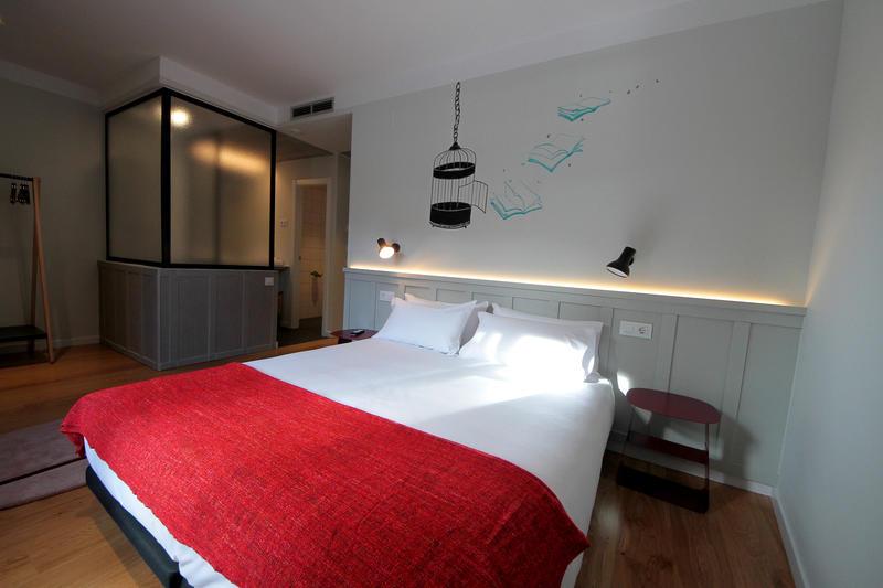 Complutum Hostel & Suites