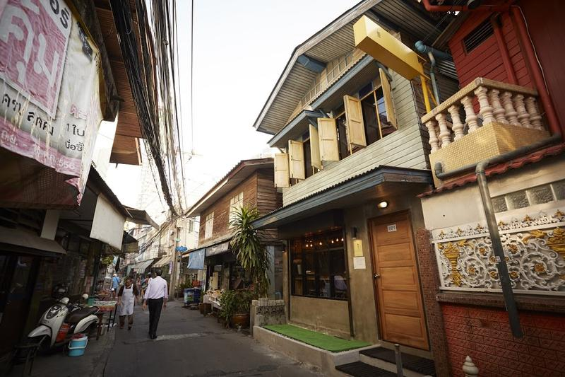 HOSTEL - The Local Surasak Hostel