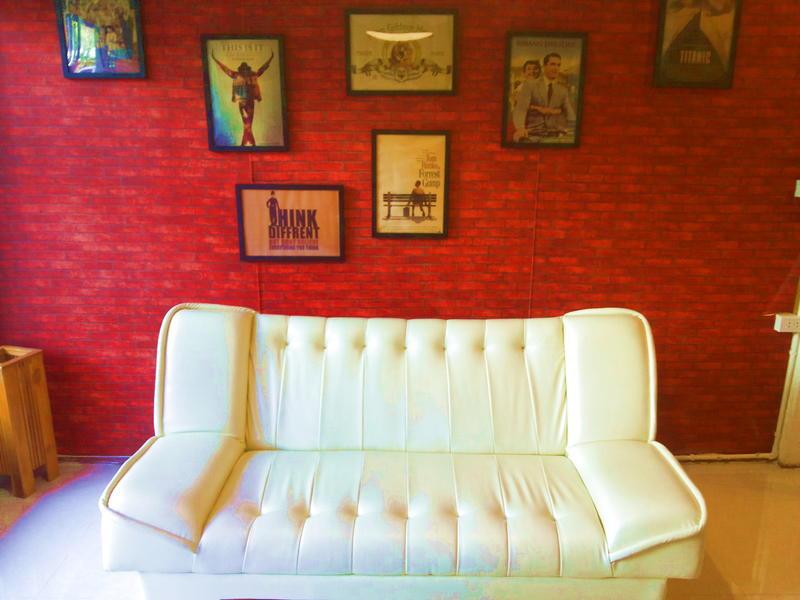 Jaunt Hostel & Gallery