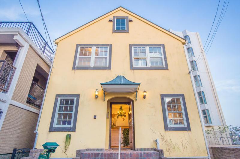 IZA Enoshima Guesthouse & Bar