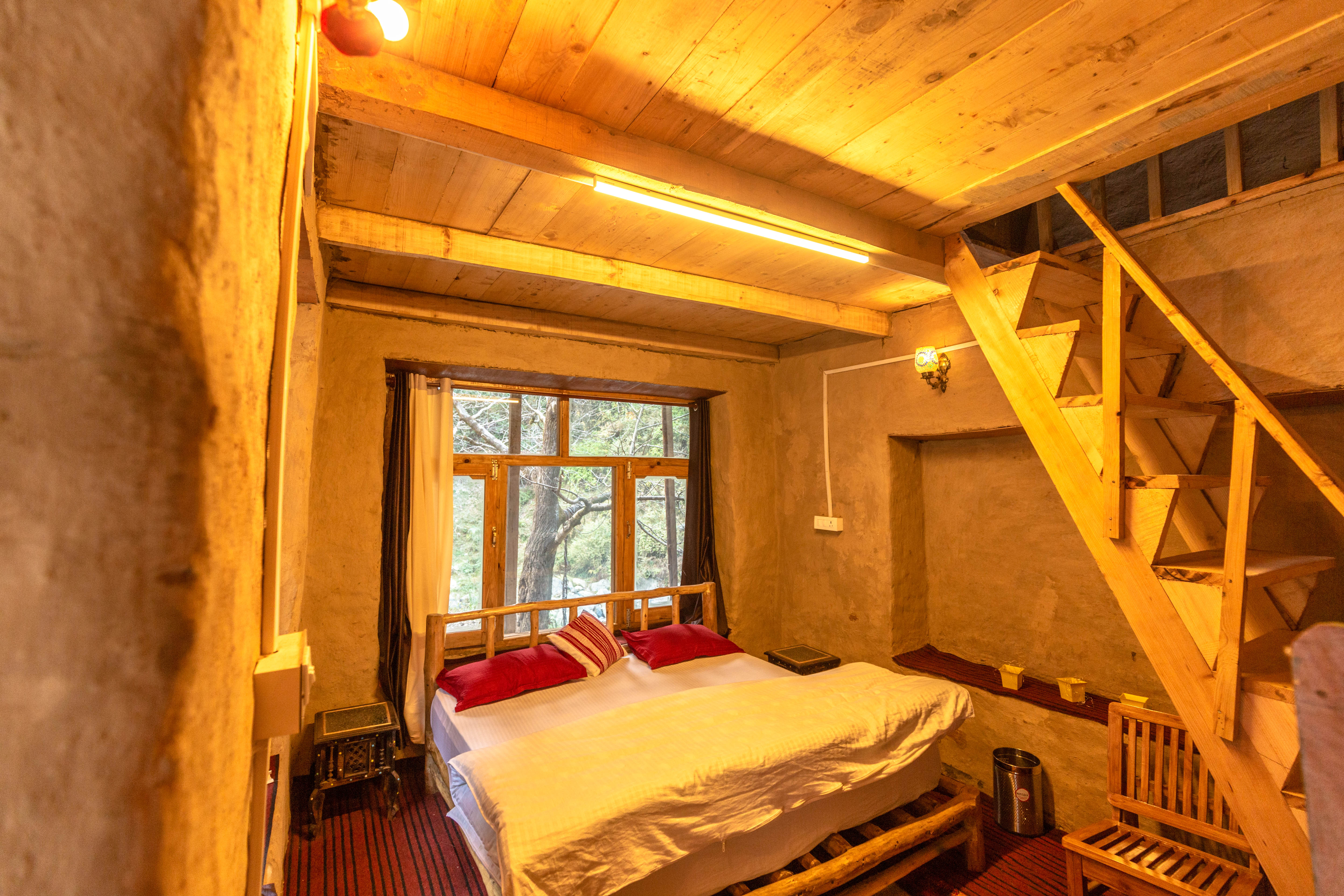 Mudhouse Experiential Hostel Jibhi Tirthan Valley