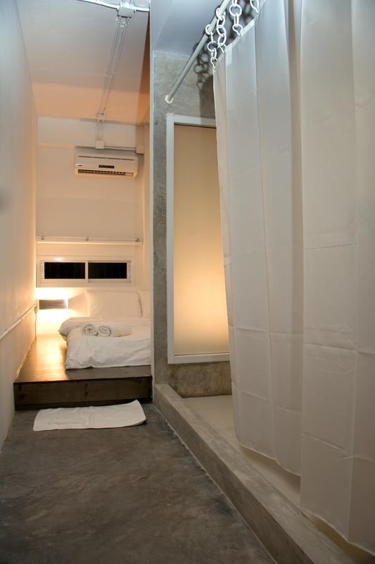 HOSTEL - HQ Hostel Silom