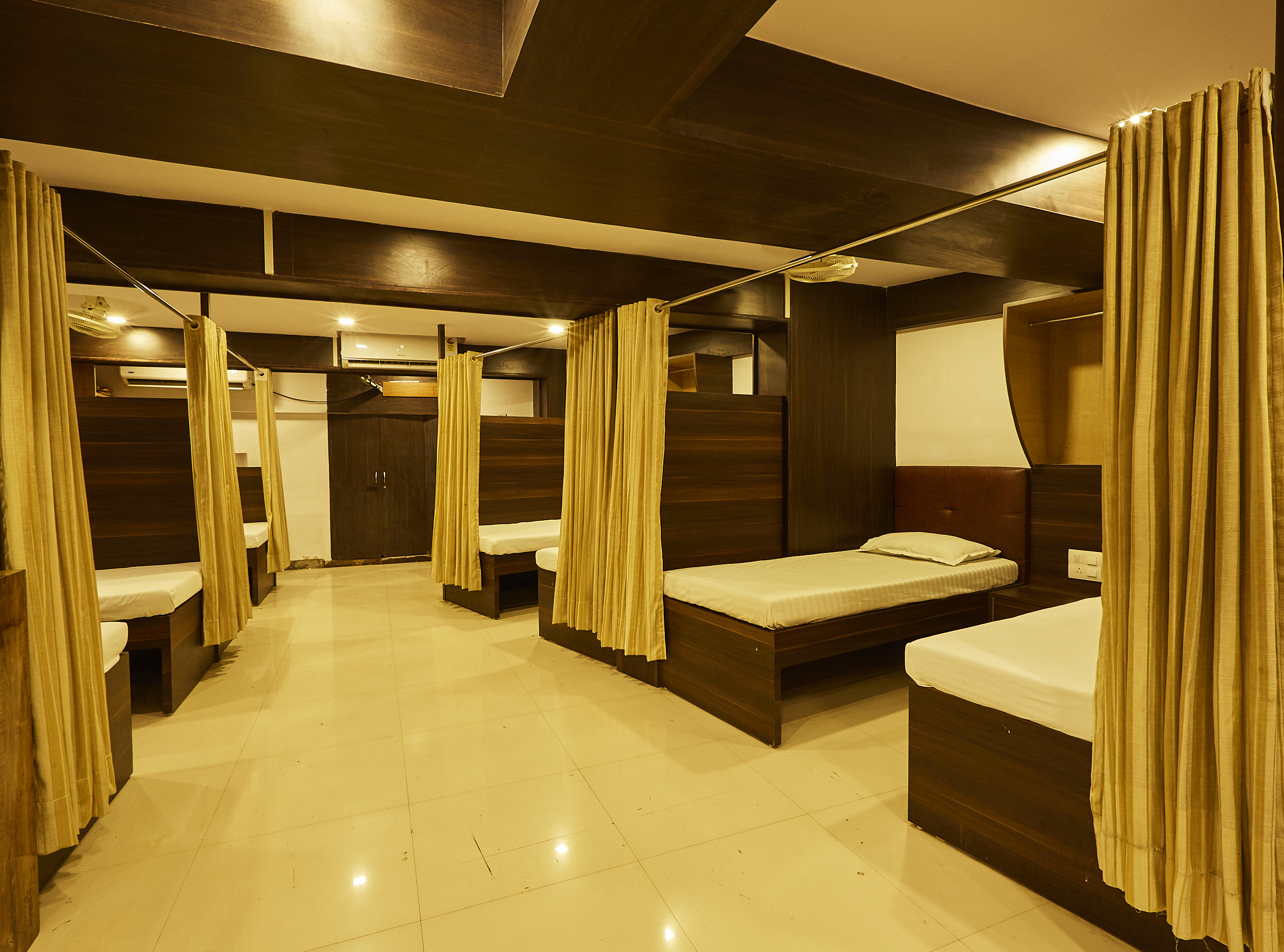 Mumbai Darbar - A Backpacker Hostel