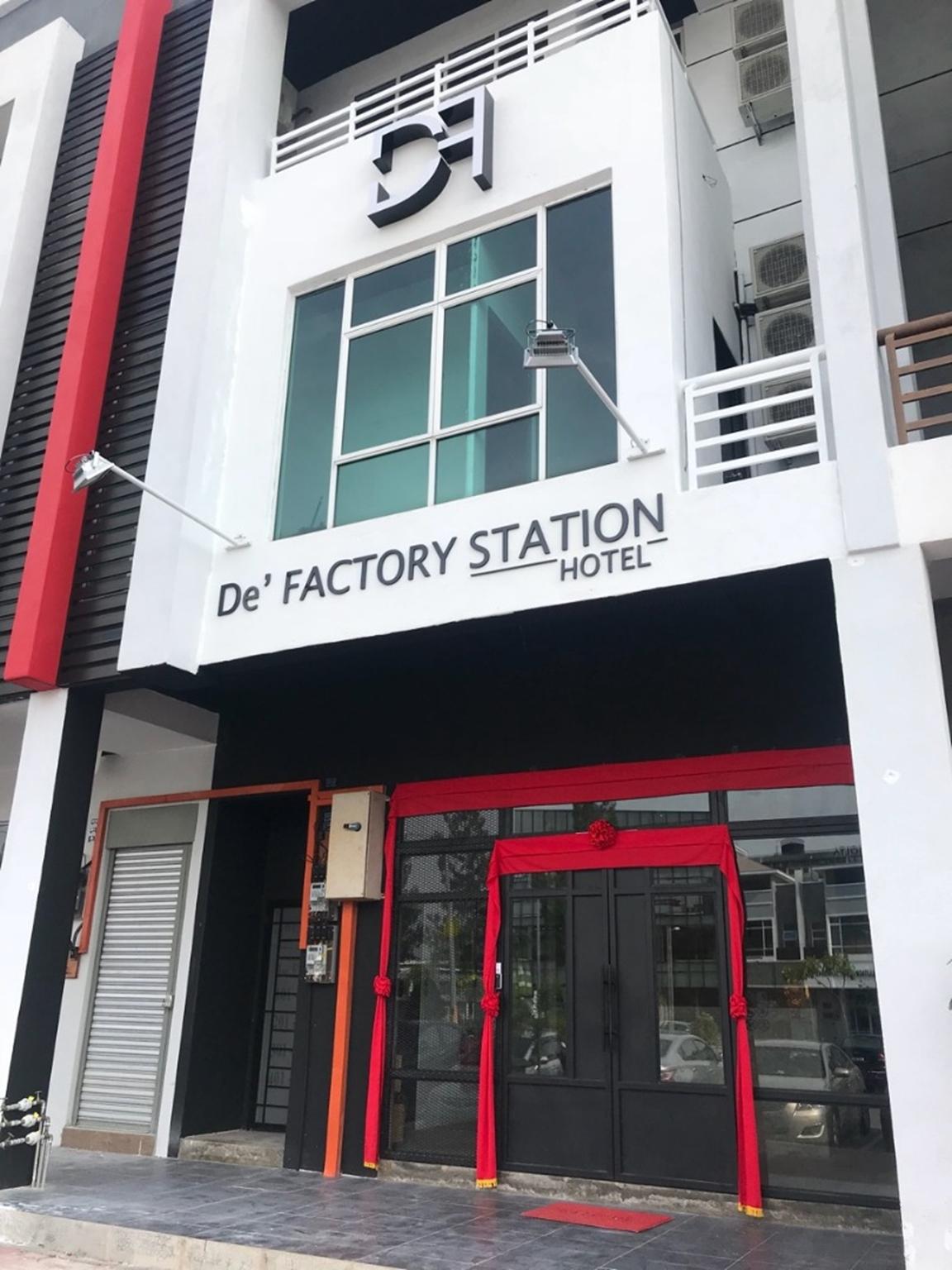 De' Factory Station Hotel & Cafe