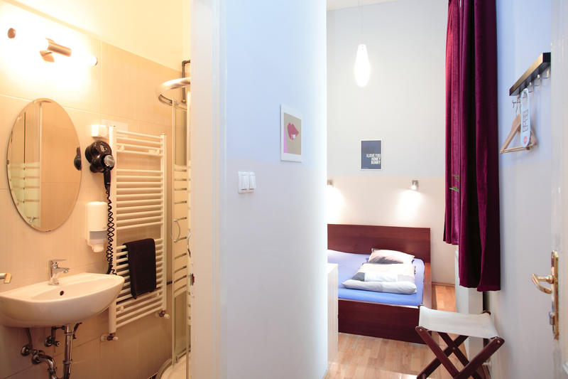 HOSTEL - Maverick Hostel & Ensuites