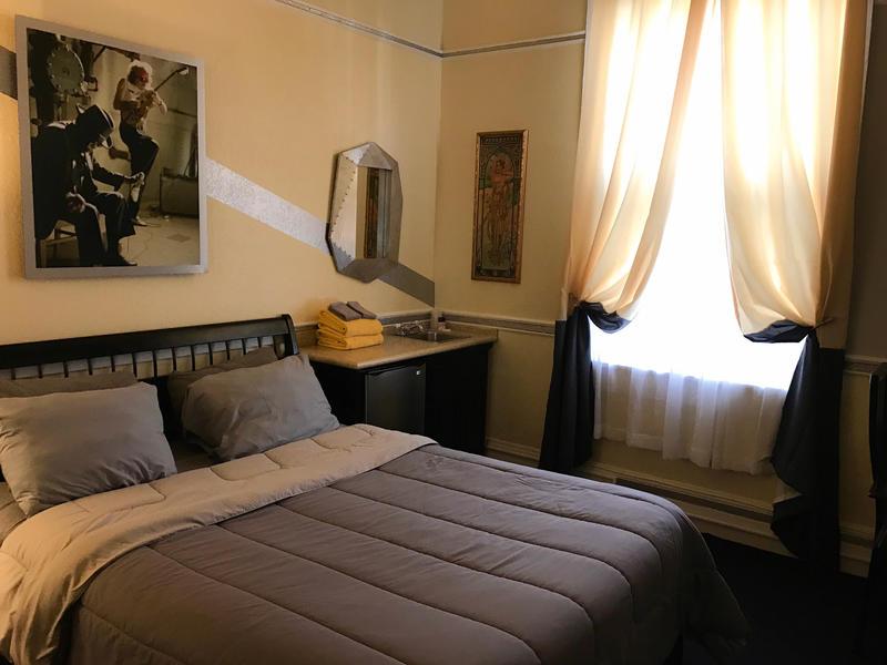 Encore Express Hotel/Hostel