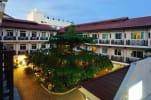 Rambuttri Village Inn