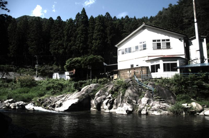 earth hostel ~ the riverhouse