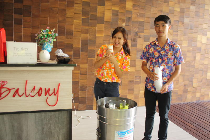 HOSTEL - Feung Nakorn Balcony Rooms and Cafe