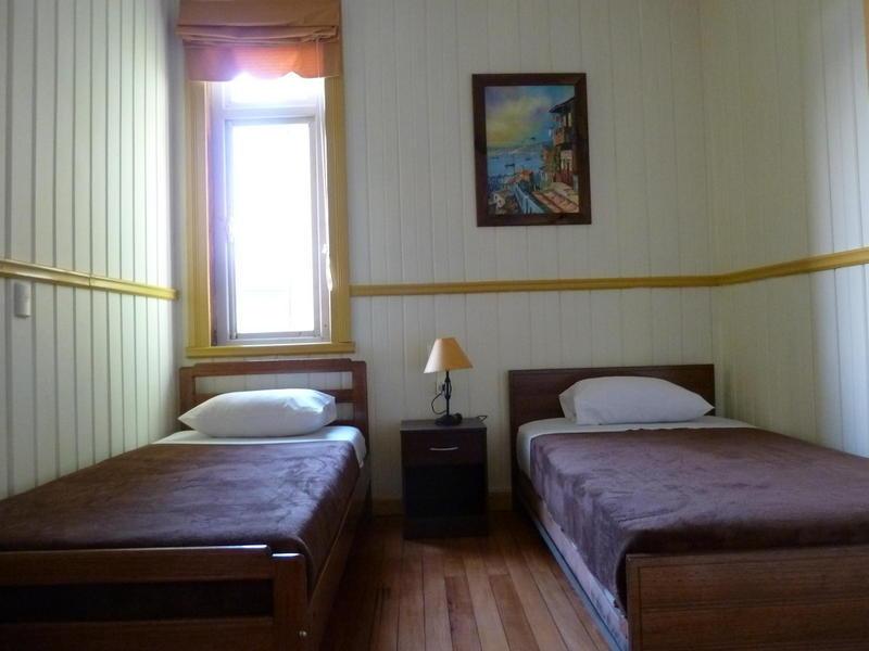 13 Lunas Hostel