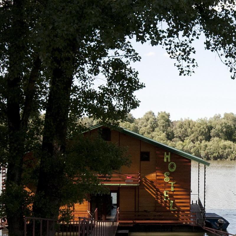 San Art Floating Hostel