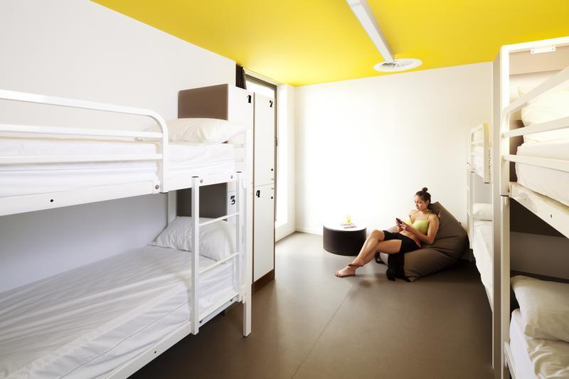 Amistat Beach Hostel Barcelona