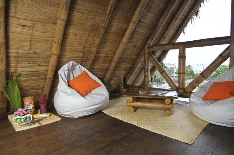 Tikilimbo surf hostel & restaurant