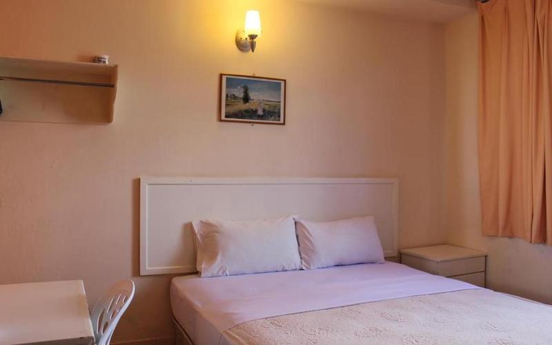 Victoria Hotel & Hostel