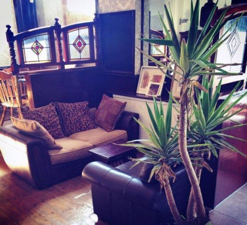 Le Junction Hostel - Pub & Garden