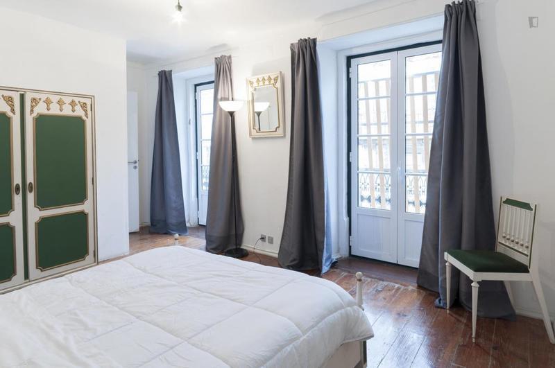 HOSTEL - Locals Hostel & Suites