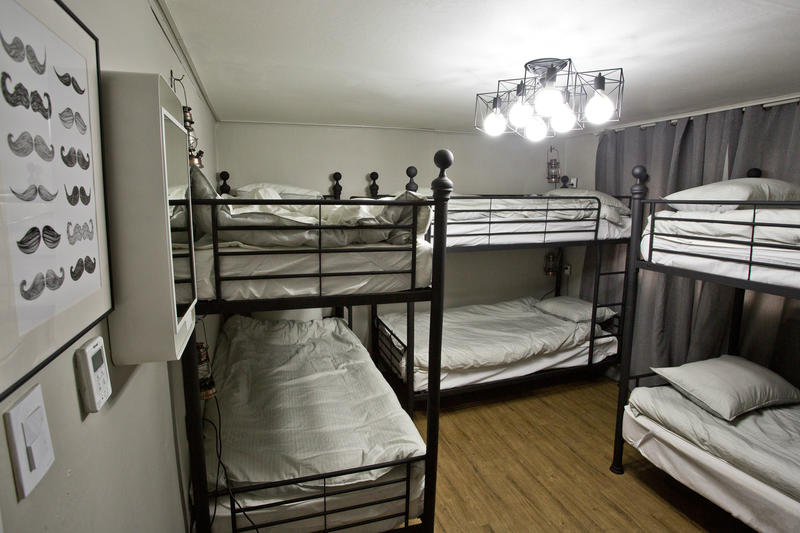 HOSTEL - Travelholic Guesthouse