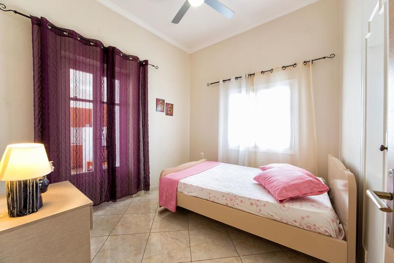 Lomvardou Youth Hostel