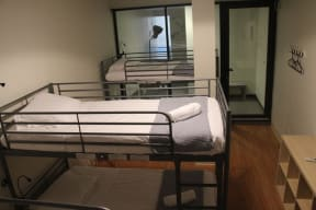 nyc hostels compare hostels in new york city and find. Black Bedroom Furniture Sets. Home Design Ideas