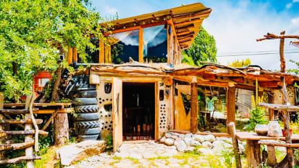 Zdjęcia nagrodzone Earthship Patagonia Eco Hostel