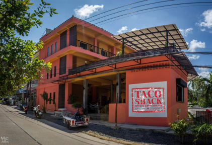 Fotky Taco Shack Diving Hostel & Restaurant